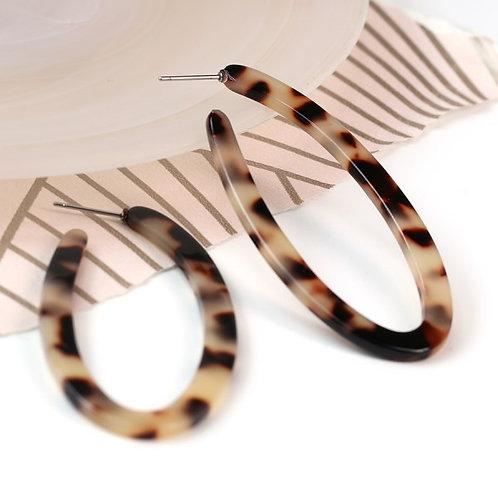 POM Animal print taupe resin oval shaped hoop earrings