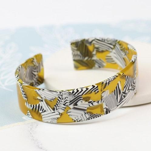 POM - Yellow acrylic bangle with striking zebra pattern