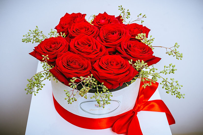 Valentine's Day 10 Red Roses Box