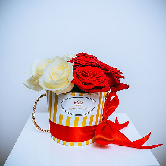 Cute Valentine Variety Rose Gift Box