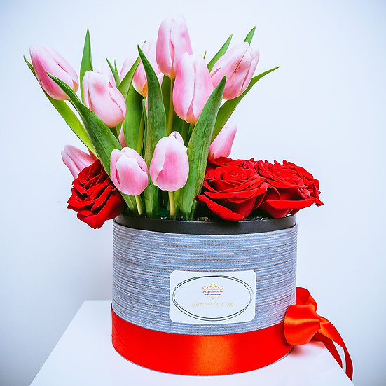 Deluxe Valentine's Day Flower Gift Box