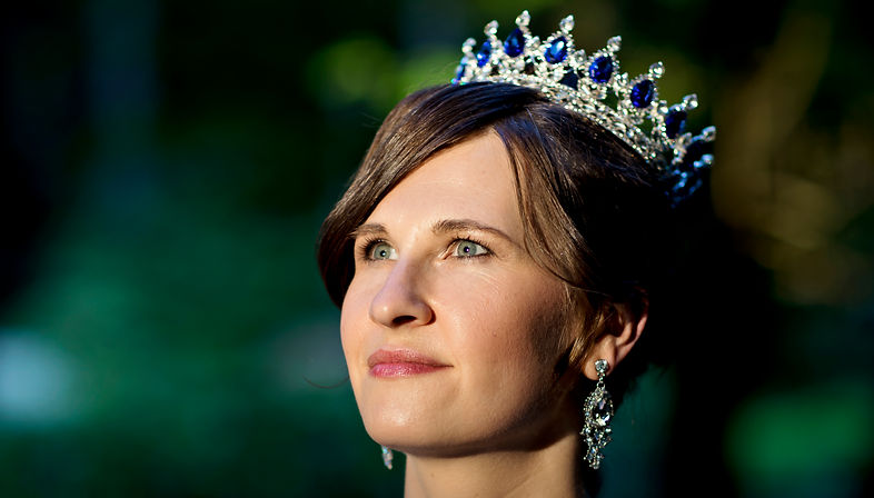 Shannon Michele Butcher, crown, royalty, jewels, co-heir