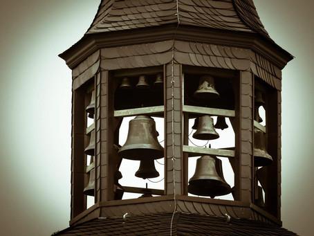 Kiedy biją dzwony w Kościele?