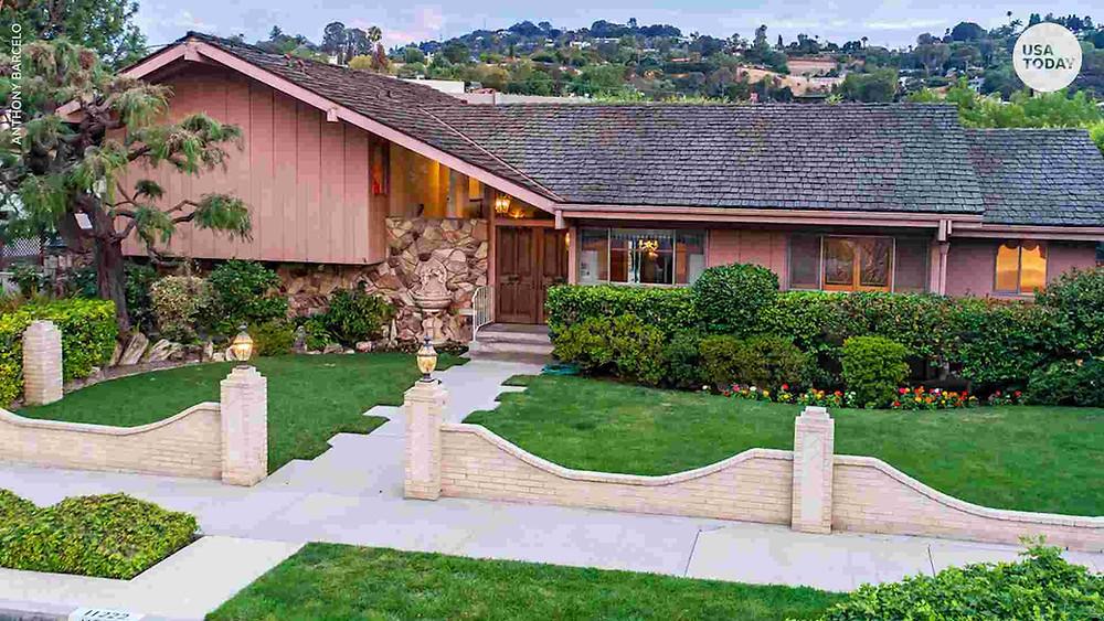 Brady Bunch House for sale in LA.