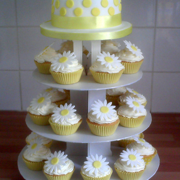 Spots and daisies cupcake tower