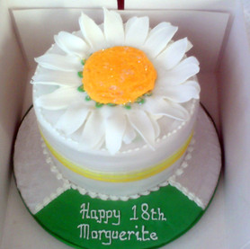 Giant daisy birthday cake