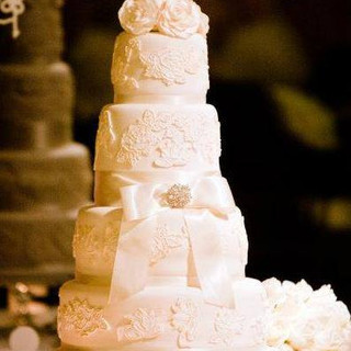 4 tier embossed wedding cake