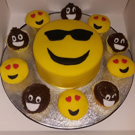 Smiley face imogee cake