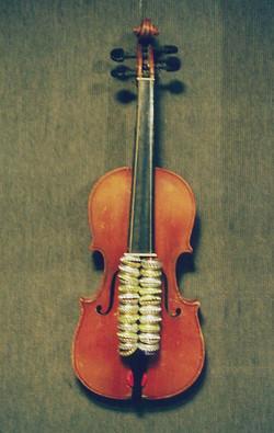 Bottle-cap violin