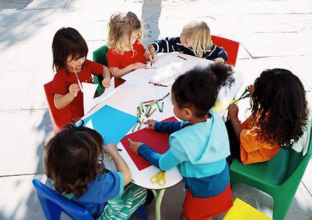 bambini al tavolo