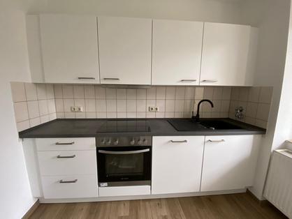 weiße-küche-eiche-arbeitsplatte-edelstah