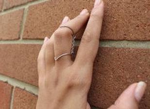 Double V- Finger Ring