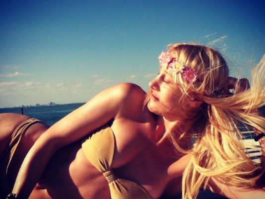 Get the Glow! Look better naked... How to achieve the perfect spray tan...