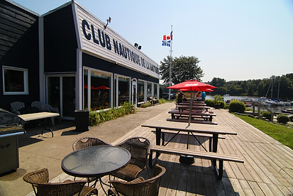 terrasse du club nautique de la batture