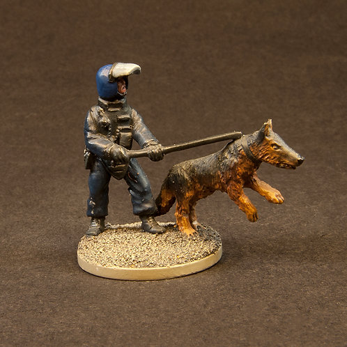 NFRP205: Riot Police - Dog Team & Troublemaker (5 figures)