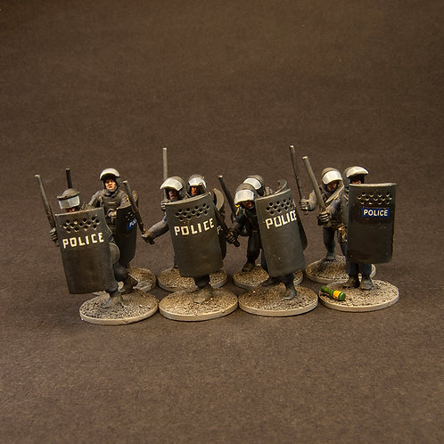 NFRP200: Riot Police - Set With Horses & Dogs (28 figures)