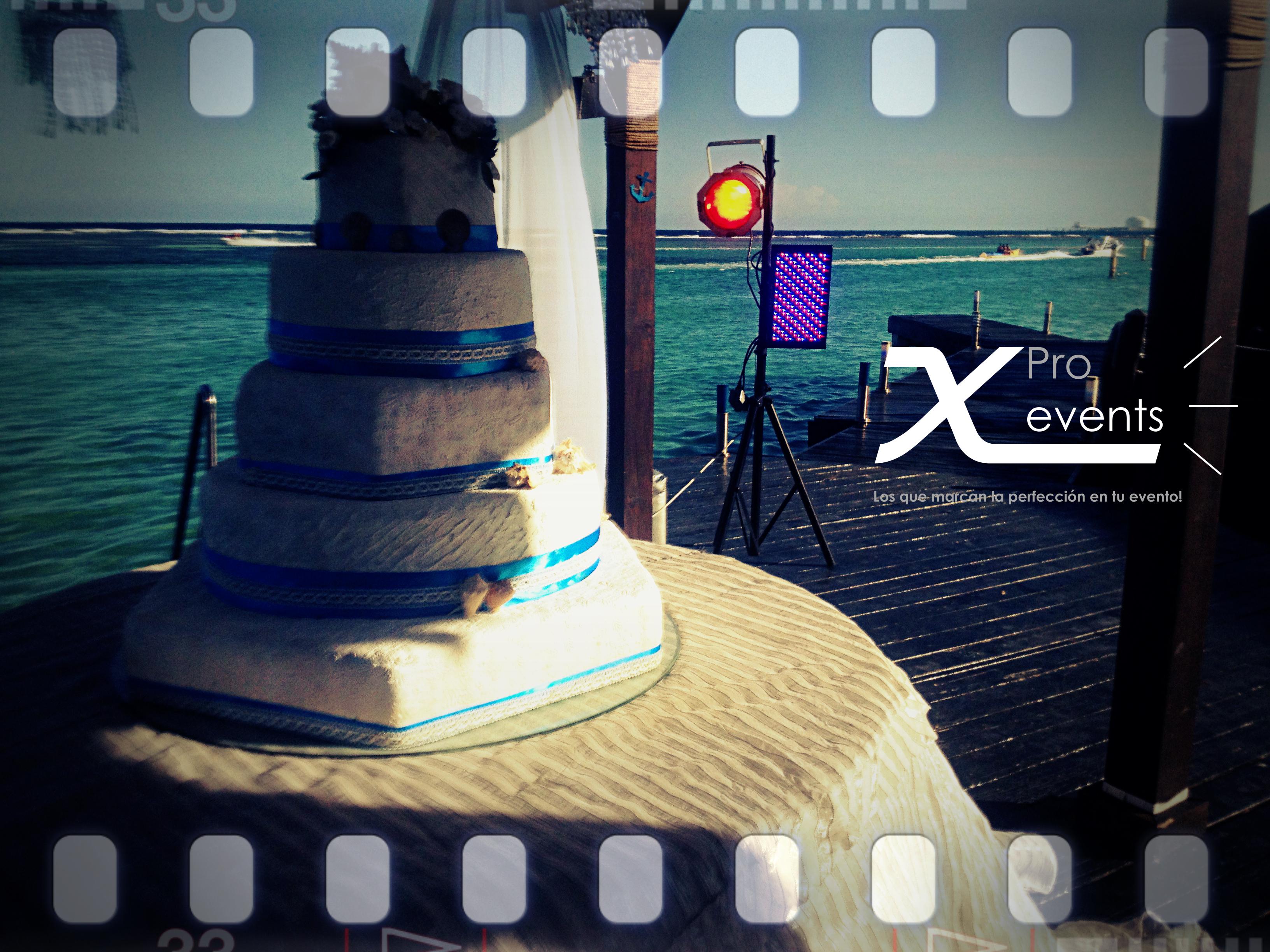 X Pro events  - 809-846-3784 - Iluminacion decorativa para el bizcocho - Hotel H