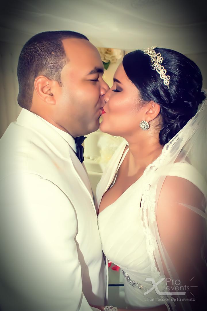 www.Xproevents.com - El beso de Jonathan & Alexandra.jpg