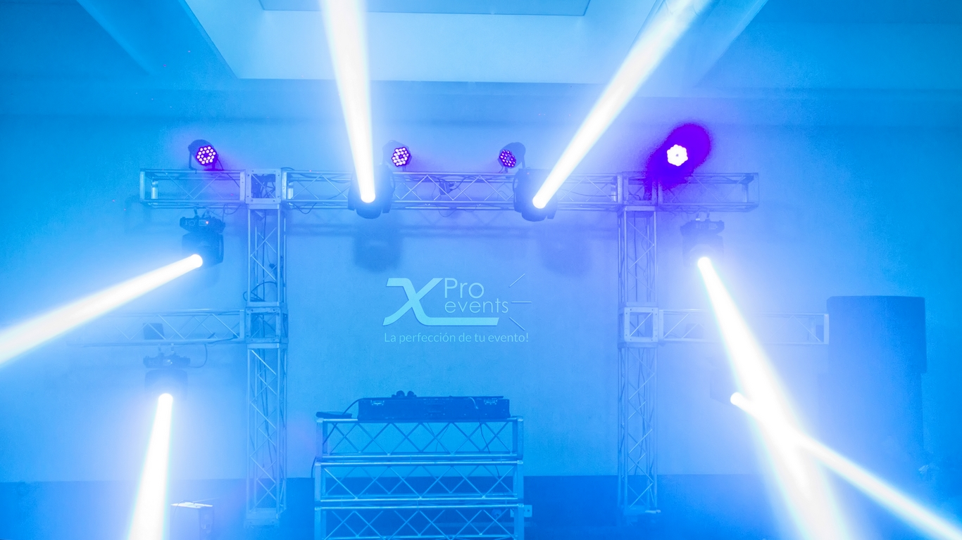 Iluminacion para evento Mercado Social by X Pro events (Redes)