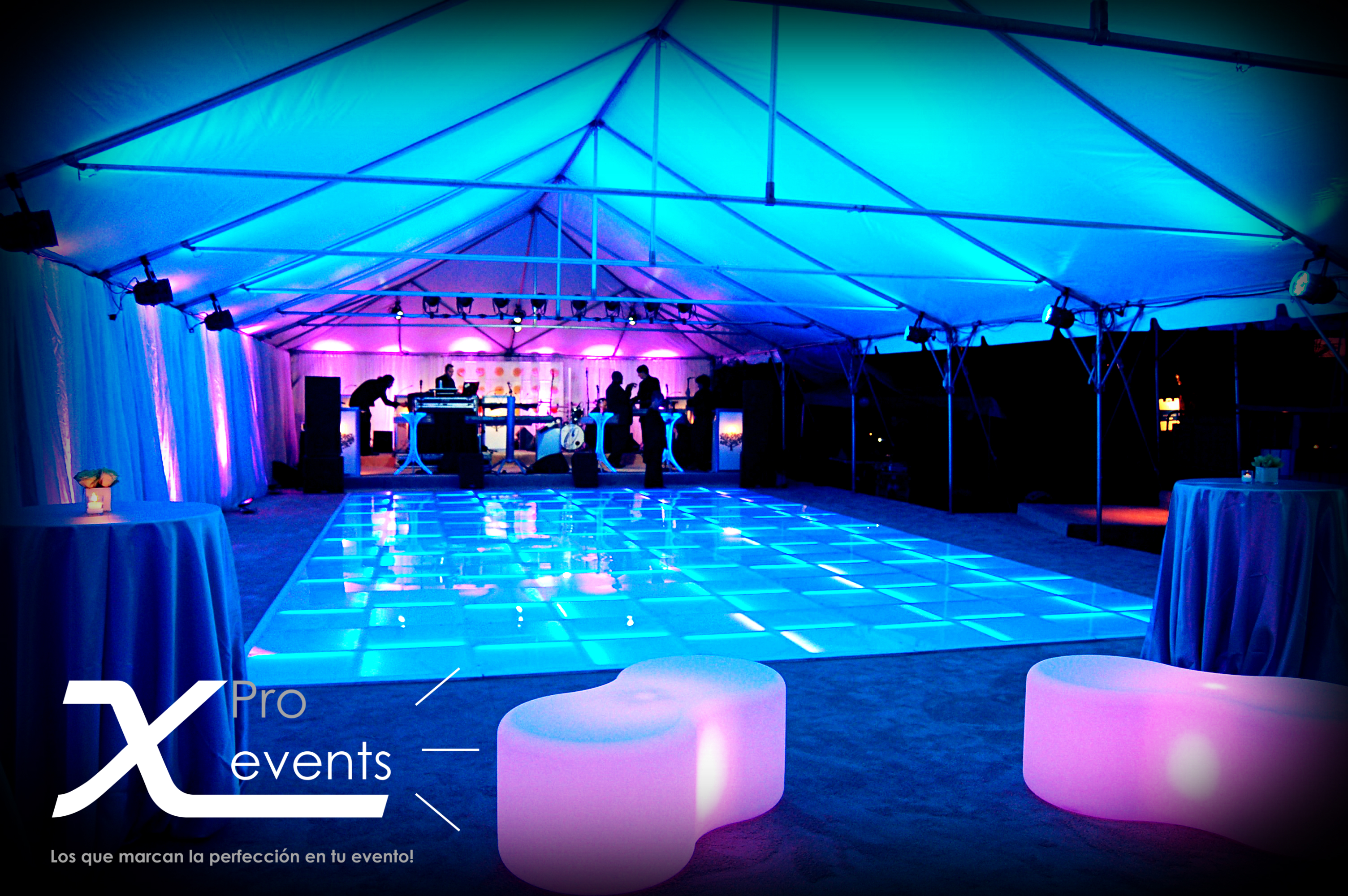 X Pro events - 809-846-3784 - Pista de baile LED - Asientos de LED - Iluminacion