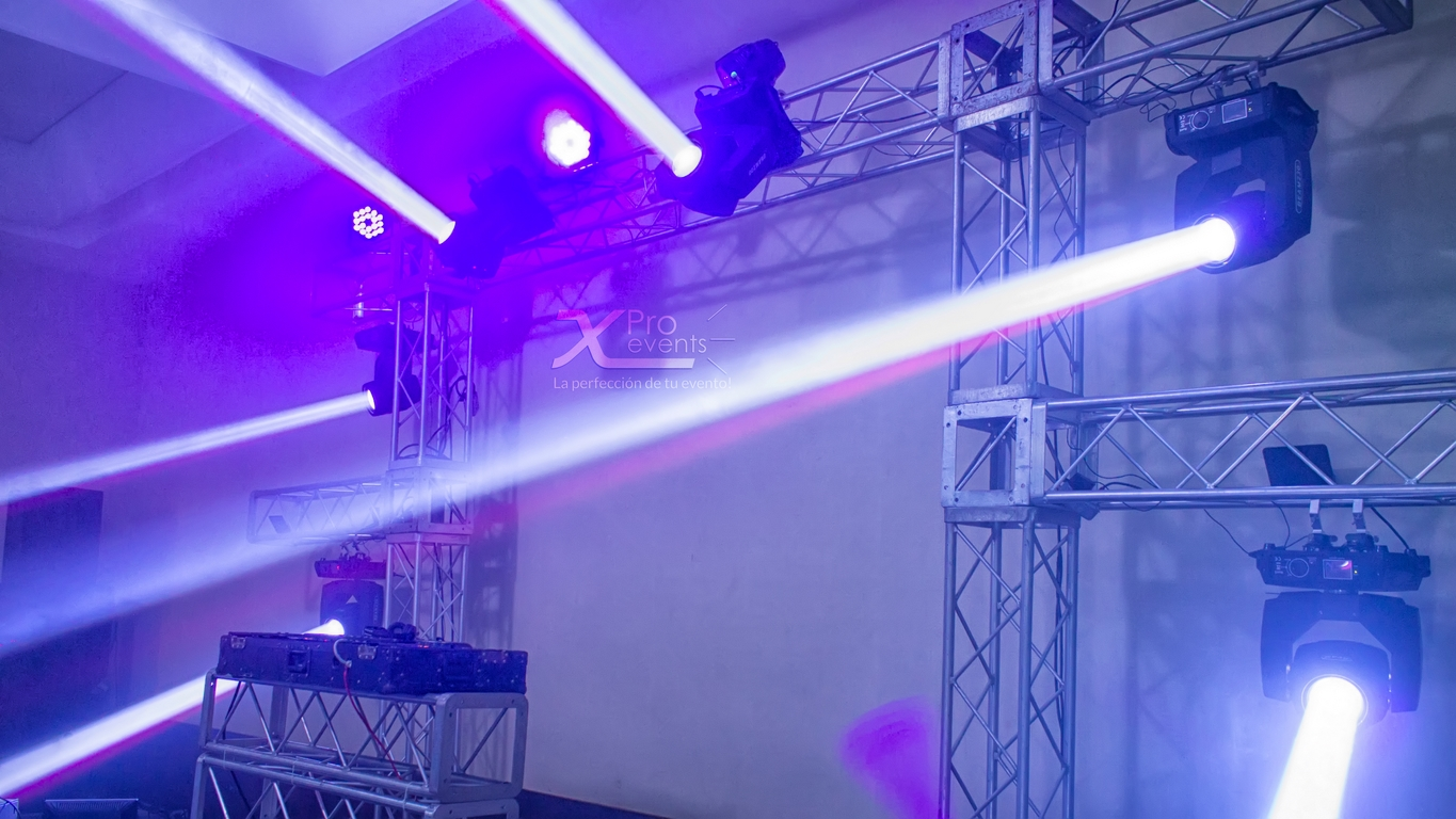 Montaje de truss y luces by X Pro events (Redes)