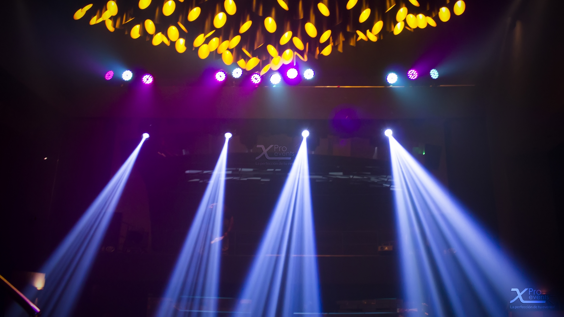 X Pro events - Luces moviles focos led escenario Meridian (1)
