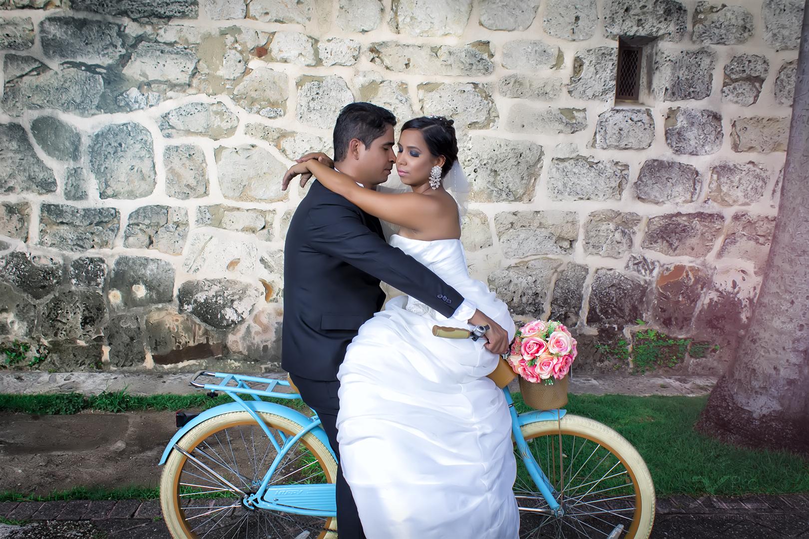 X Pro events - Carlos & Elba en bicicleta clasica