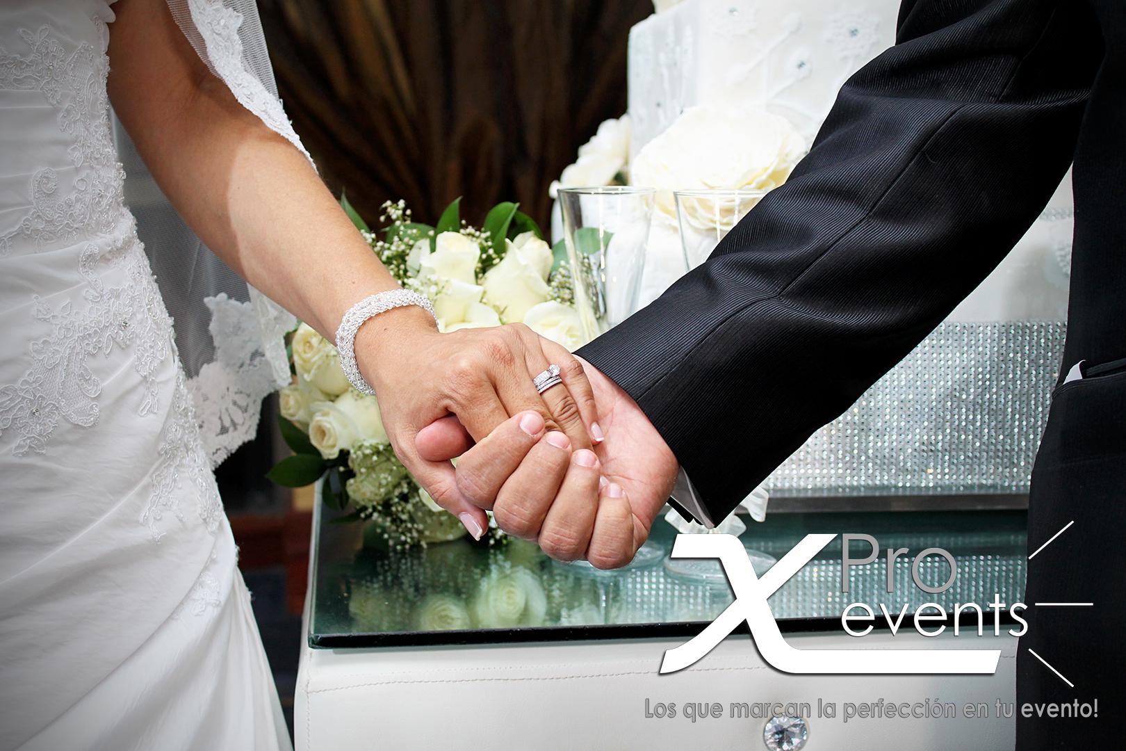 www.Xproevents.com - Manos de los novios.png