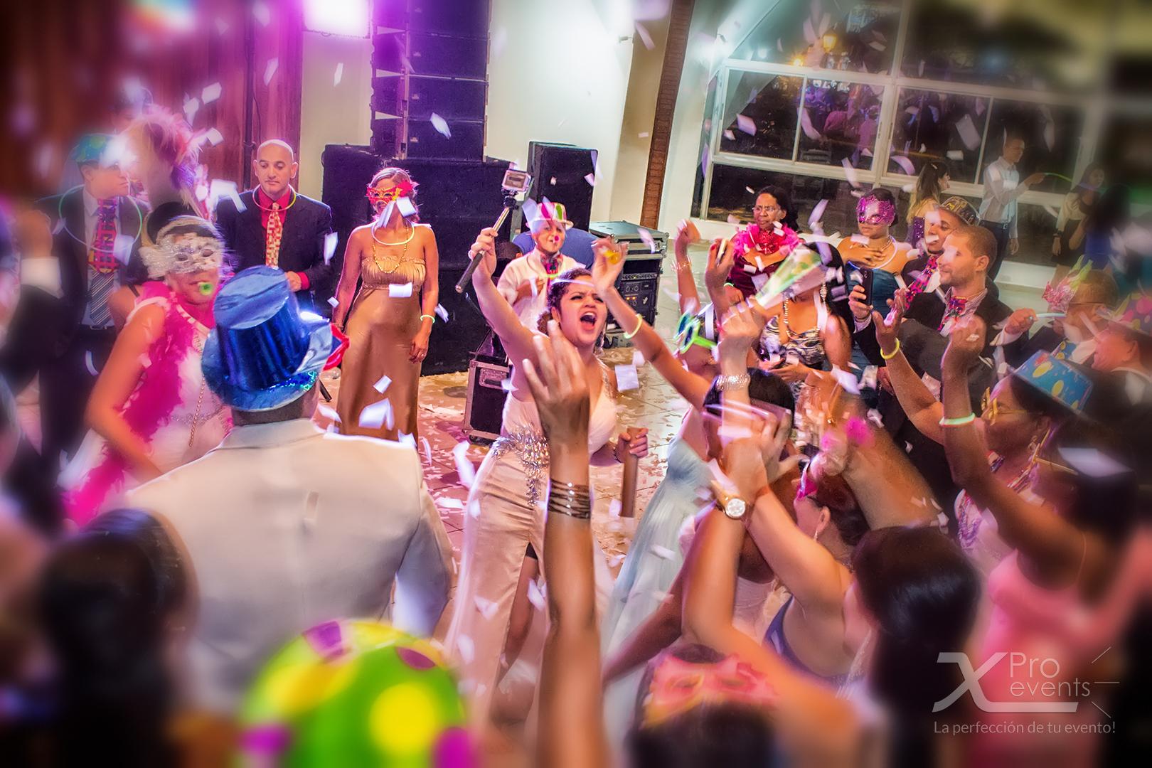 www.Xproevents.com - Confeti en la fiesta de boda.jpg