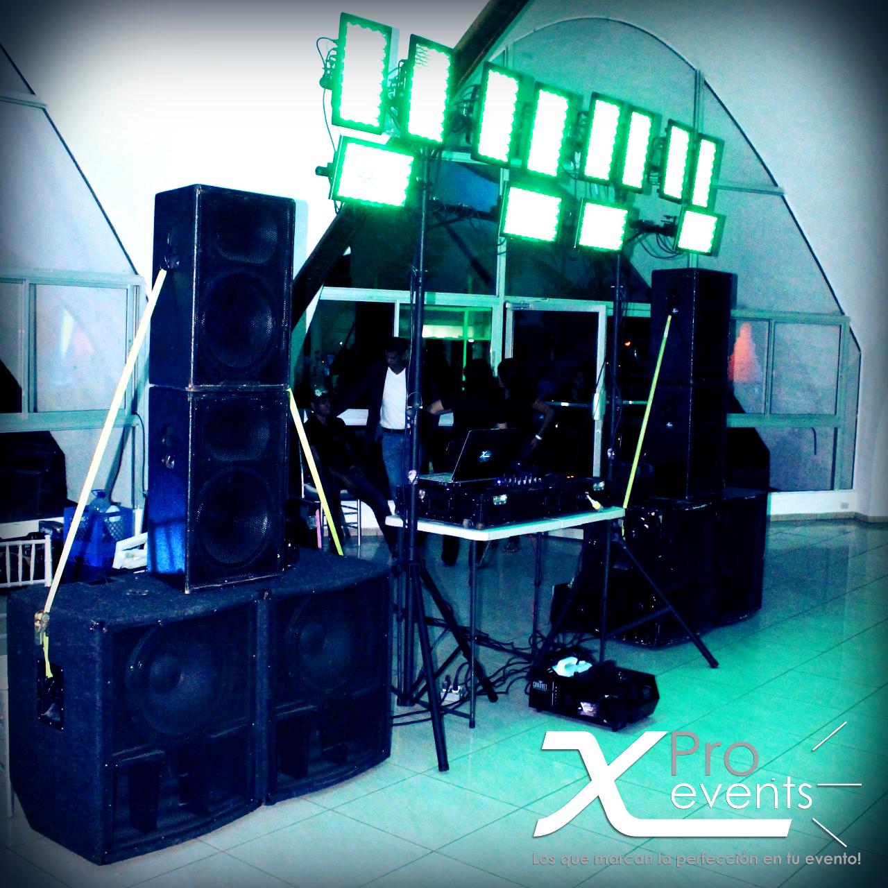 www.Xproevents.com - Montaje de sonido potente Yorkville e iluminacion vanguardi