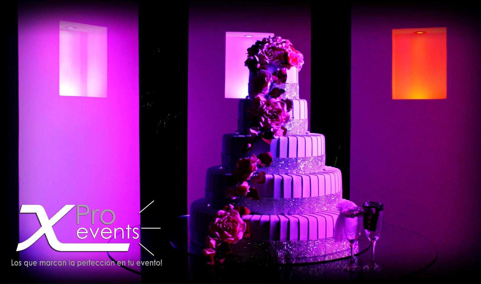 www.Xproevents.com - Mas creatividad en iluminacion de bizcochos.JPG