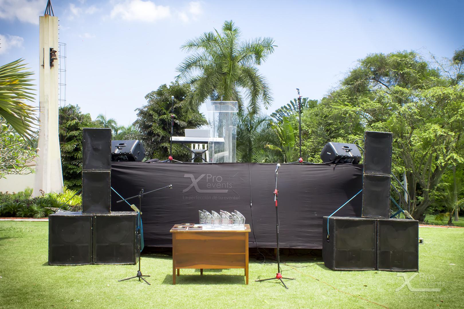 X Pro events - Tarima con sonido podium acrilico y microfonos (2)