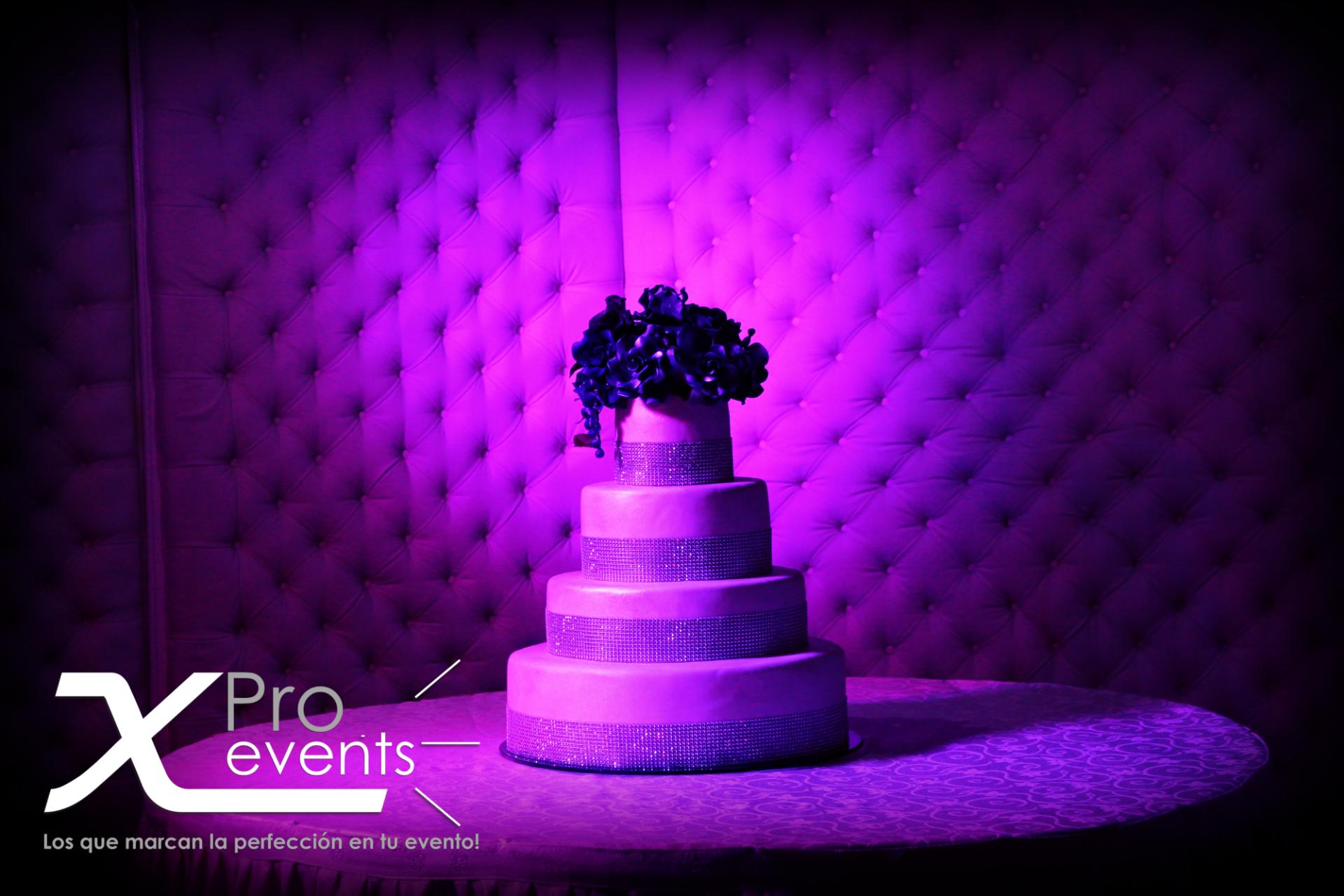 www.Xproevents.com - Luces LED para el bizcocho.JPG