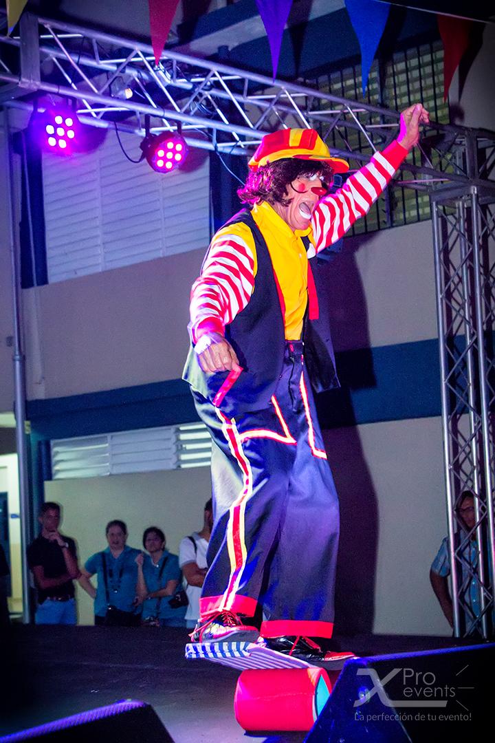 www.Xproevents.com - Payaso hora loca en juego de equilibrio