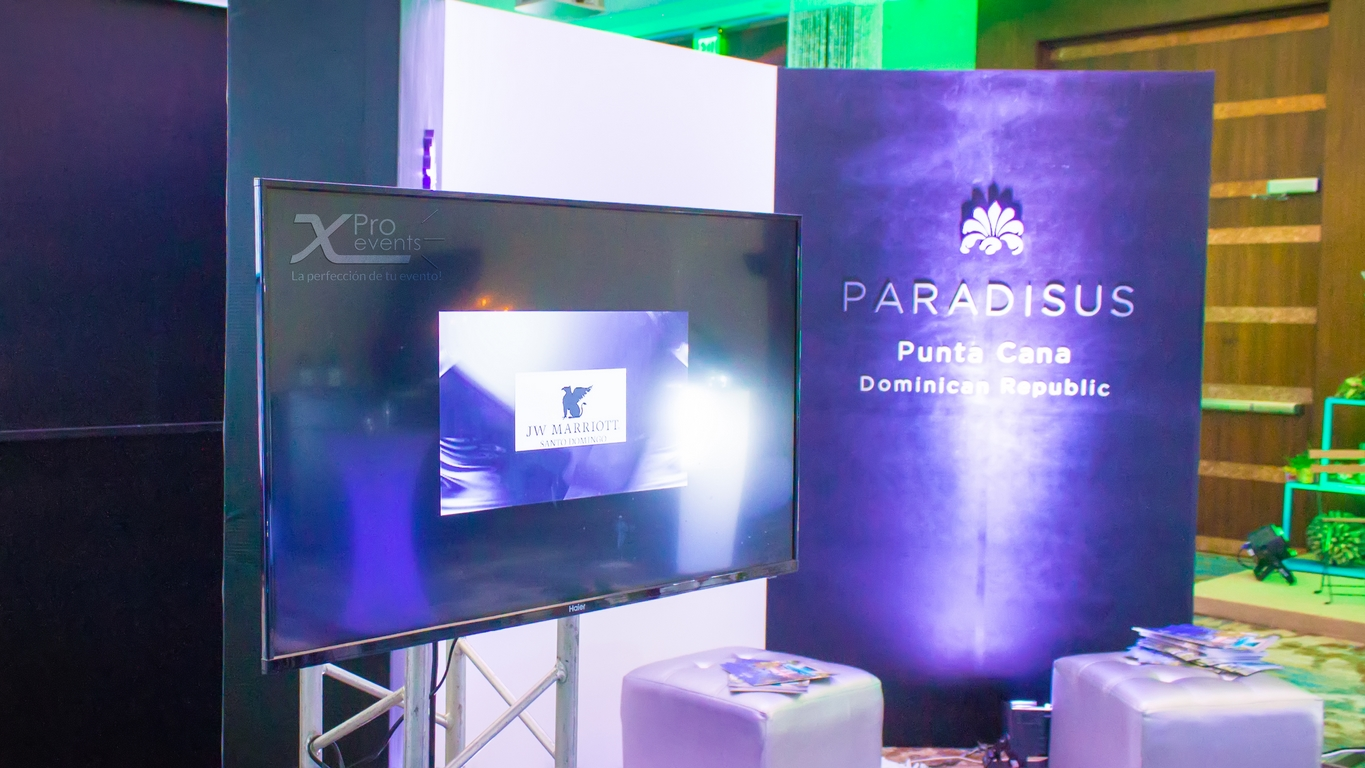 LED TV en truss by X Pro events (Redes)