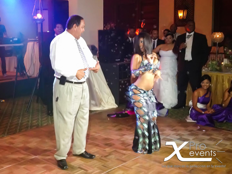 X Pro events - Bailarina de Bellydance en Hotel Embajador.jpg