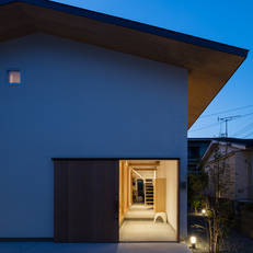 HOUSE H