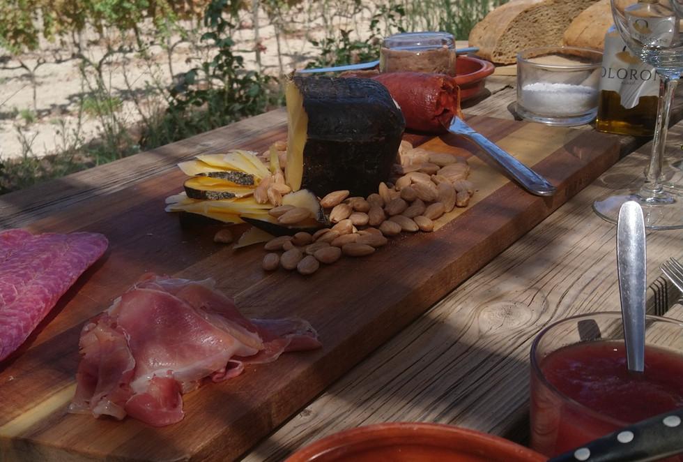 Bodega Olorón, food and wine