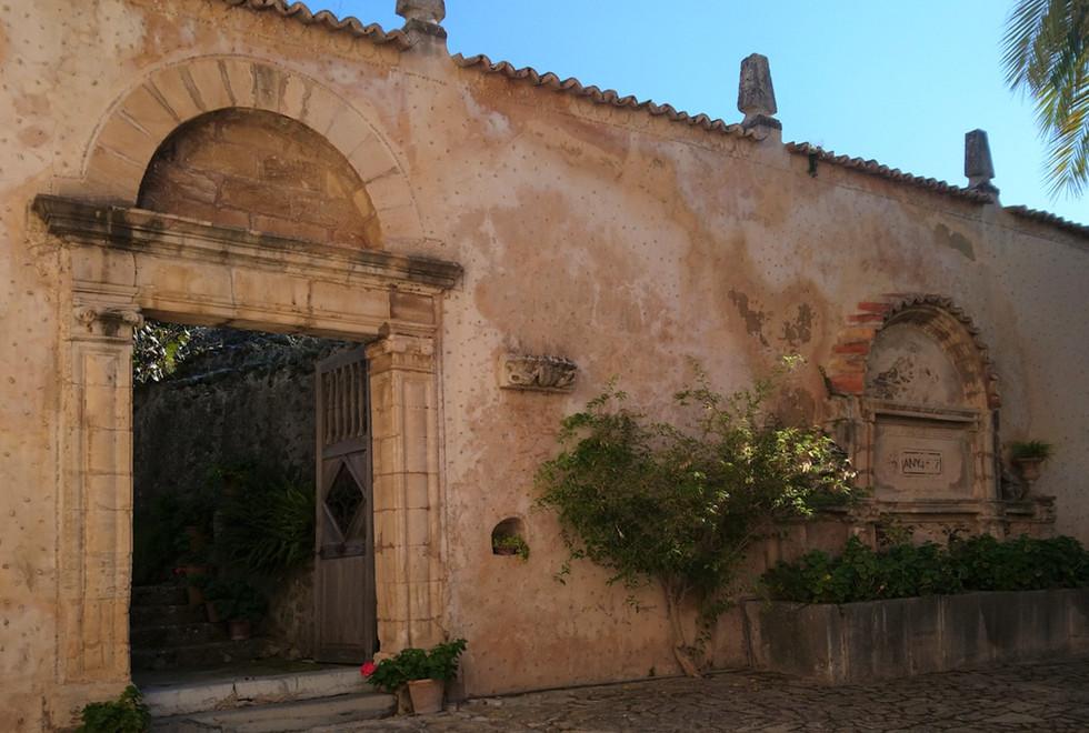 Son Puig secret garden entrance