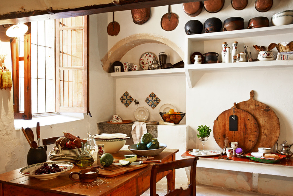 Traditional kitchen at Oliver Moragues