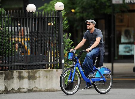 Conheça alguns famosos que andam de bike