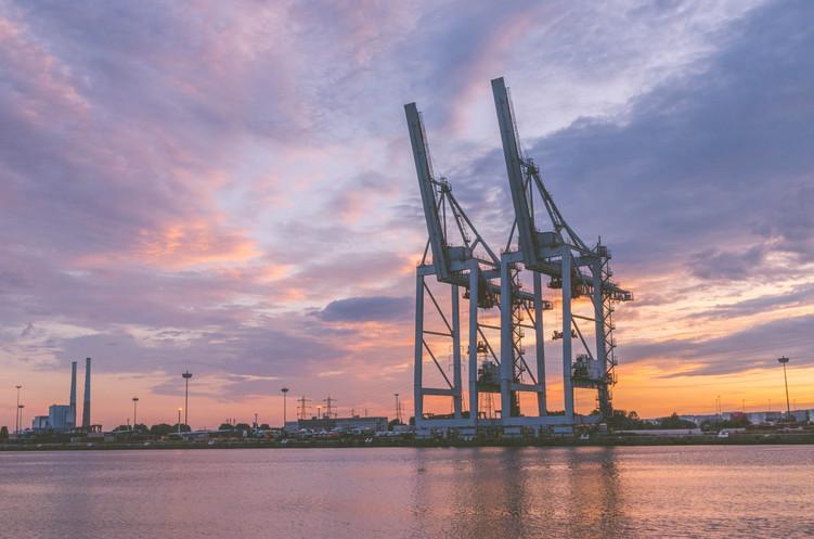 Le port du Havre au coucher du soleil