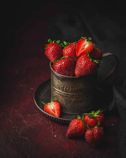 fraises-dark-moody-8.jpg