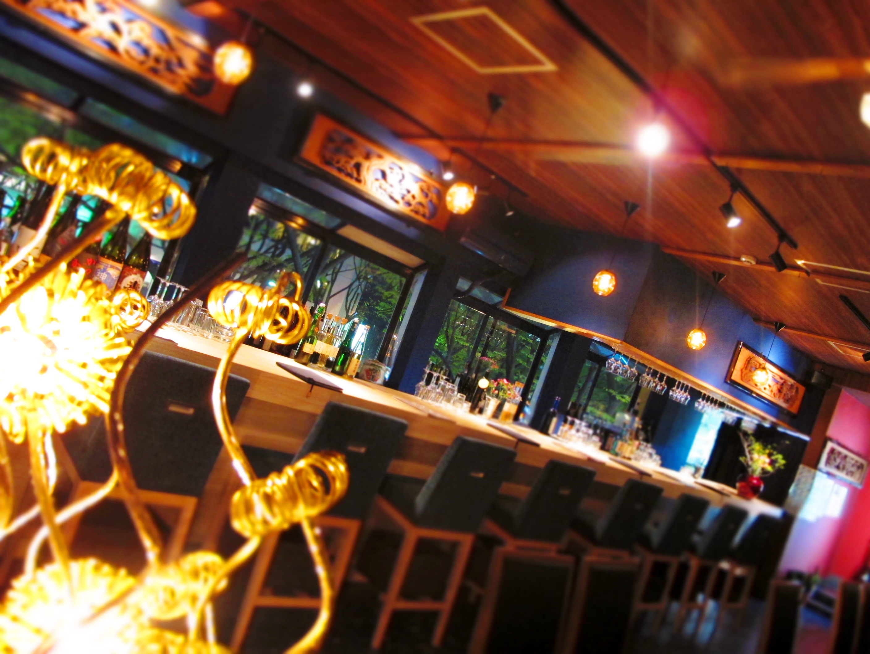 小京都の日本酒barをイメージした店内