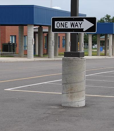 one way traffic sign.webp