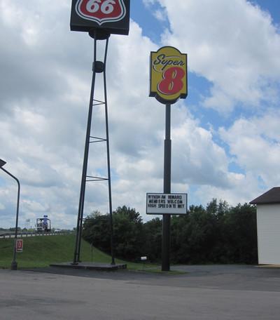 Super 8 Structure Sign