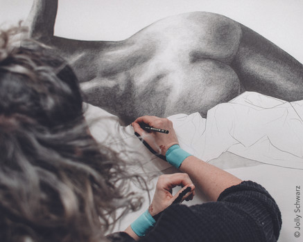 "Julia Bugram ""Alles was du sehen willst…"" (Detail) 2021 Pencil and pen on paper 195x125 cm © Jolly Schwarz"