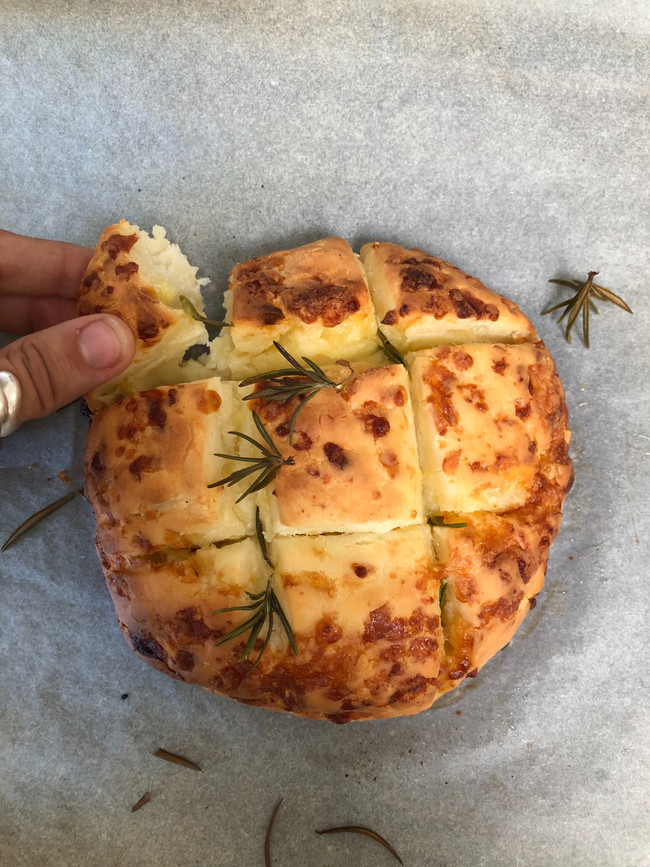 Cheesy garlic squares
