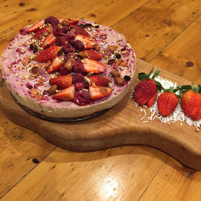 """White chocolate raspberry """"cheese"""" cake"""