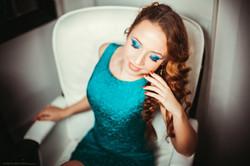 4. Изумрудное платье футляр